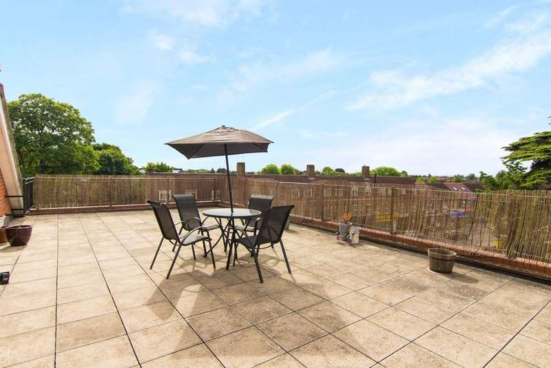 3 Bedrooms Flat for sale in Duett Court, St. Giles Close, Hounslow