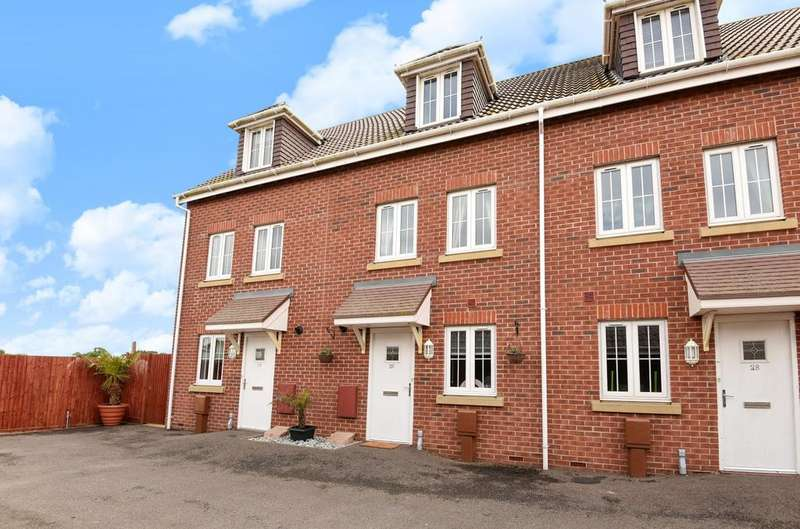 4 Bedrooms House for sale in Osborne Way, Rose Green, Bognor Regis, PO21