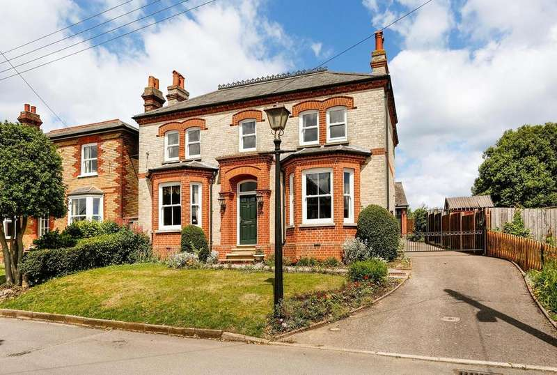 4 Bedrooms Detached House for sale in Park Lane, Earls Colne, Colchester, Essex, CO6