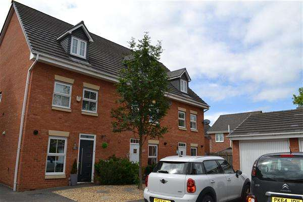 3 Bedrooms Town House for sale in Runfield Close, Leigh