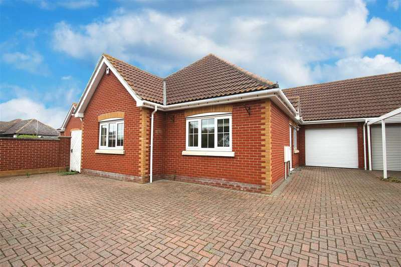 4 Bedrooms Bungalow for sale in The Street, Little Clacton