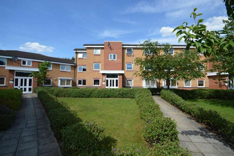 1 Bedroom Apartment Flat for sale in Warwick Close, Hornchurch, Essex, RM11