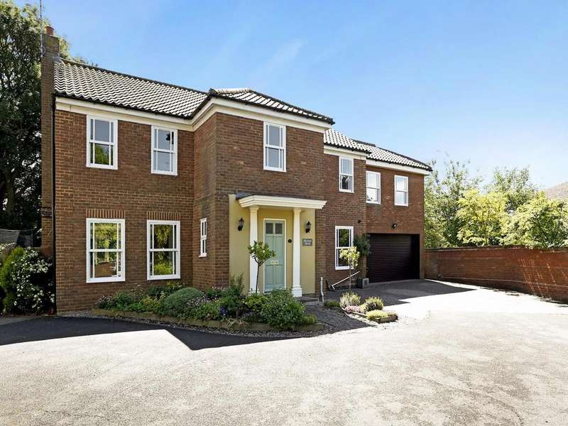 7 Bedrooms Detached House for sale in Riche Close, Felsted, Dunmow, Essex, CM6