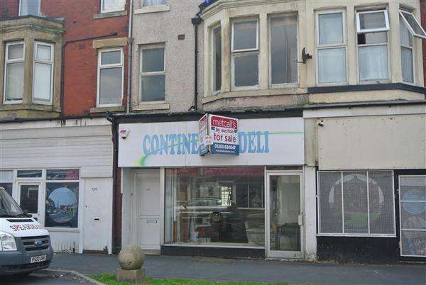 2 Bedrooms Flat for sale in Central Drive, Blackpool