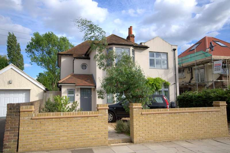 4 Bedrooms Detached House for sale in New Malden
