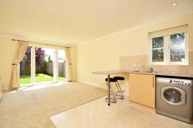 1 Bedroom Flat for sale in Guildford, Stoughton, GU2