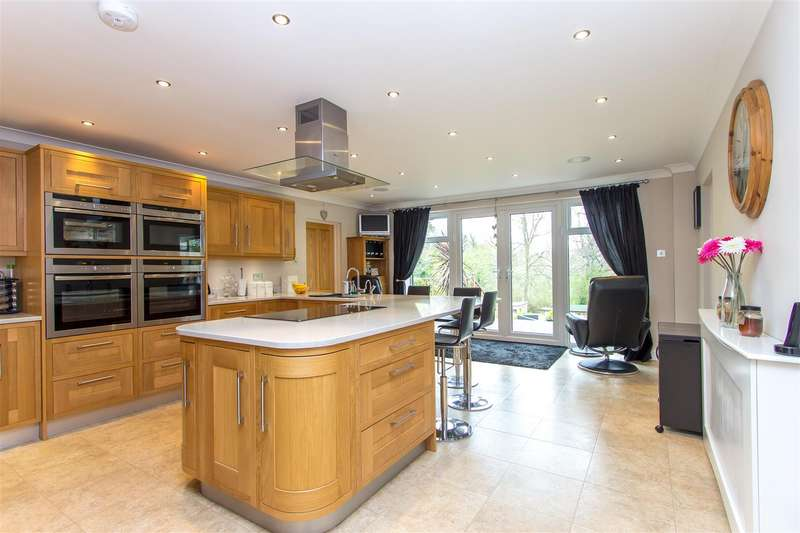 5 Bedrooms Property for sale in Paynesfield Road, Tatsfield, Westerham