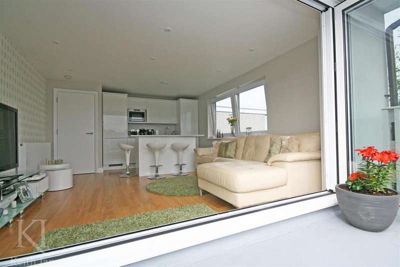 2 Bedrooms Apartment Flat for sale in Highmill, Ware - High Spec Large Roof Terrace