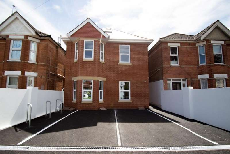 2 Bedrooms Flat for sale in Edgehill Road, Winton, BH9