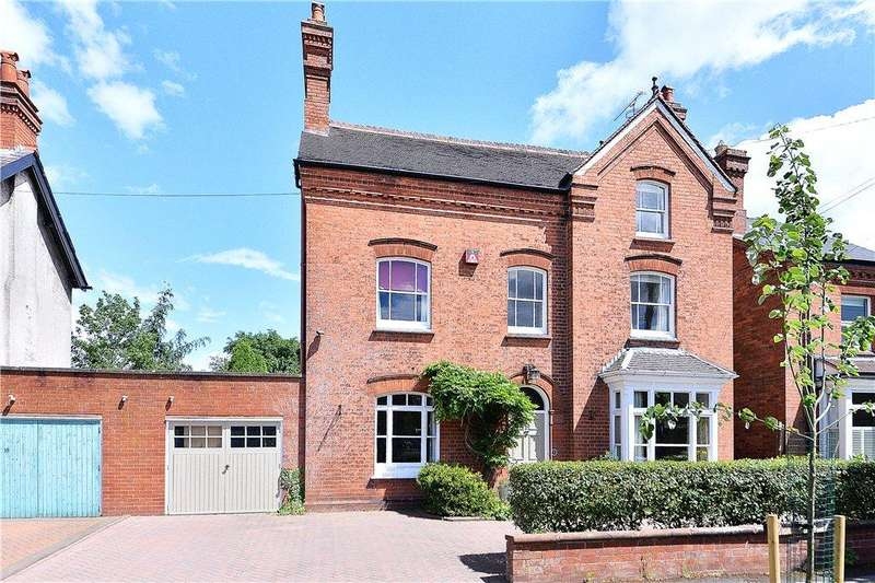 4 Bedrooms Link Detached House for sale in Roden Avenue, Kidderminster, DY10