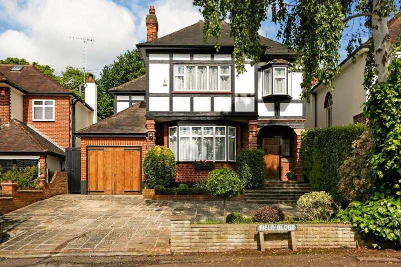 4 Bedrooms Detached House for sale in Field Close, Buckhurst Hill, Essex, IG9