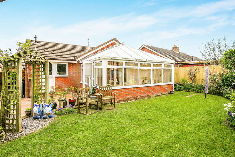 2 Bedrooms Detached Bungalow for sale in Cottage Fields, St. Martins, OSWESTRY, SY11