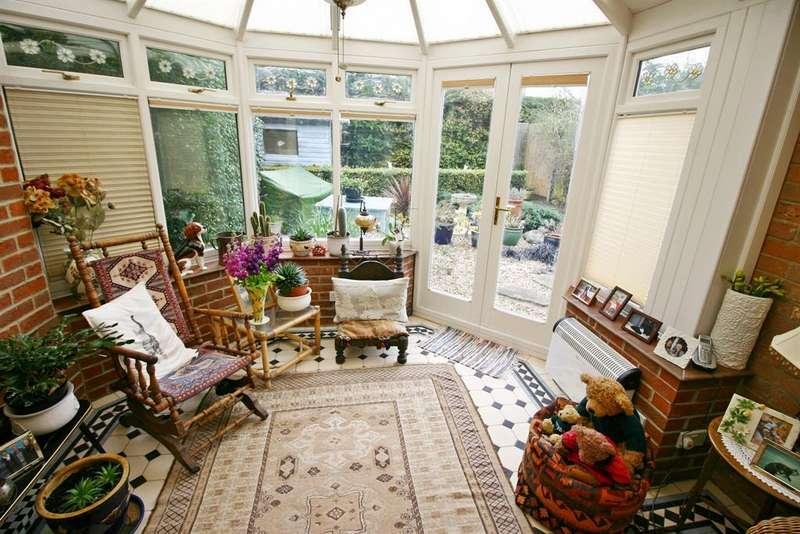 4 Bedrooms Semi Detached House for sale in Daisy Lane, Locks Heath, SO31 6RA