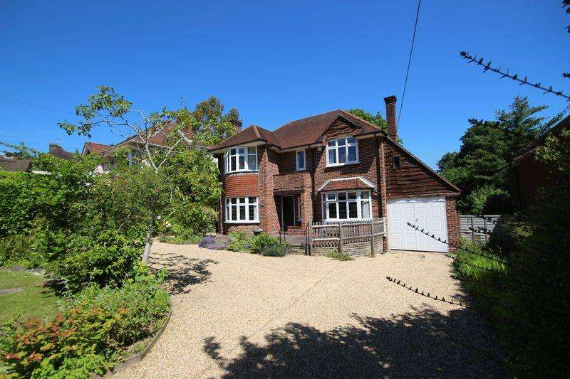 4 Bedrooms Detached House for sale in Oathall Avenue, Haywards Heath