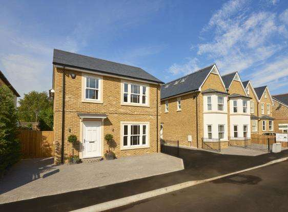 4 Bedrooms Detached House for sale in East Molesey, Surrey