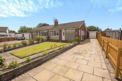 3 Bedrooms Bungalow for sale in Kirkstone Avenue, Fleetwood, FY7