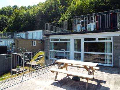 2 Bedrooms Bungalow for sale in Millendreath Holiday Village, Millendreath, Looe