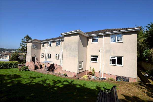 2 Bedrooms Flat for sale in Pinewood Court, 13 Cleveland Road, Paignton, Devon