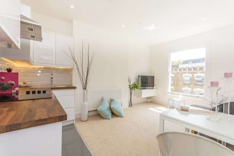 2 Bedrooms Flat for sale in Vartry Road, Stamford Hill, N15