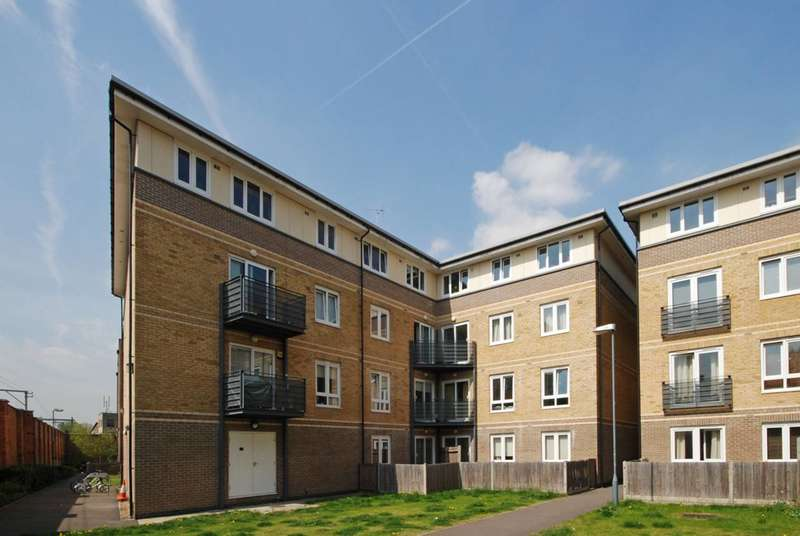 1 Bedroom Flat for sale in Hereford Road, Bow, E3