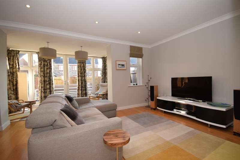 4 Bedrooms Town House for sale in Chobham, Woking, Surrey, GU24
