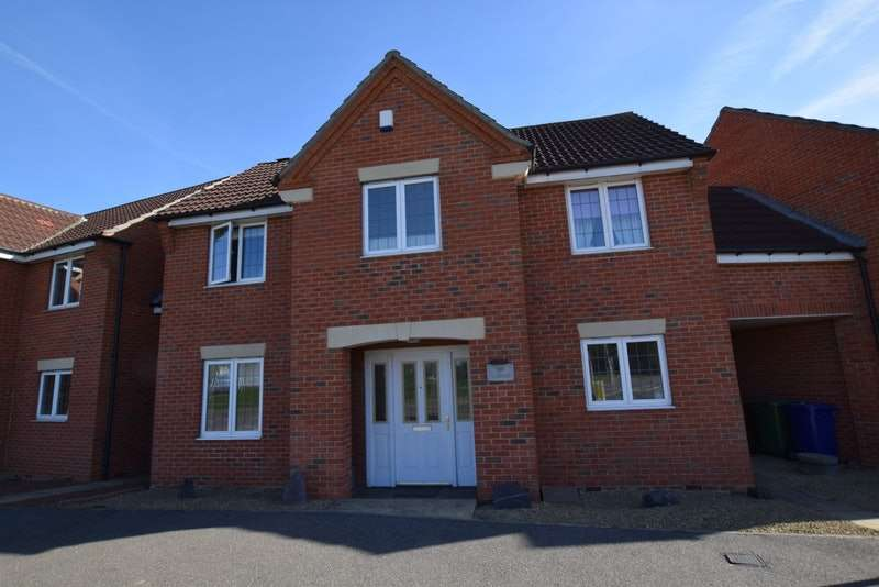 4 Bedrooms Detached House for sale in Warren Lane, Chafford Hundred, Essex, RM16