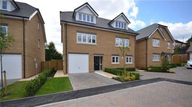 3 Bedrooms Semi Detached House for sale in Off Henley Road, Caversham, Reading