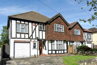 4 Bedrooms Detached House for sale in Wood Lodge Lane, West Wickham