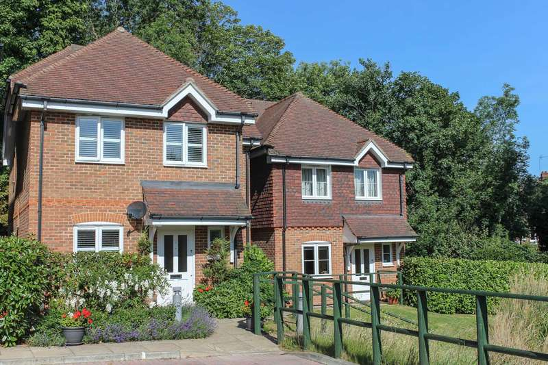 4 Bedrooms Detached House for sale in Rythe Bank Close, Thames Ditton