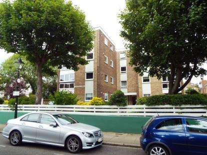 2 Bedrooms Flat for sale in Queens Crescent, Southsea, Hampshire