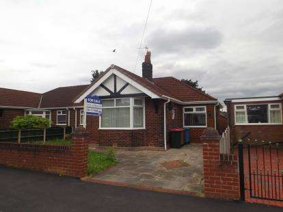 2 Bedrooms Bungalow for sale in Lyndon Road, Irlam, Manchester, Greater Manchester
