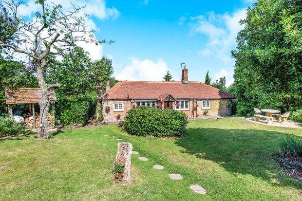 3 Bedrooms Detached House for sale in Ewshot, Farnham, Beacon Hill Cottage