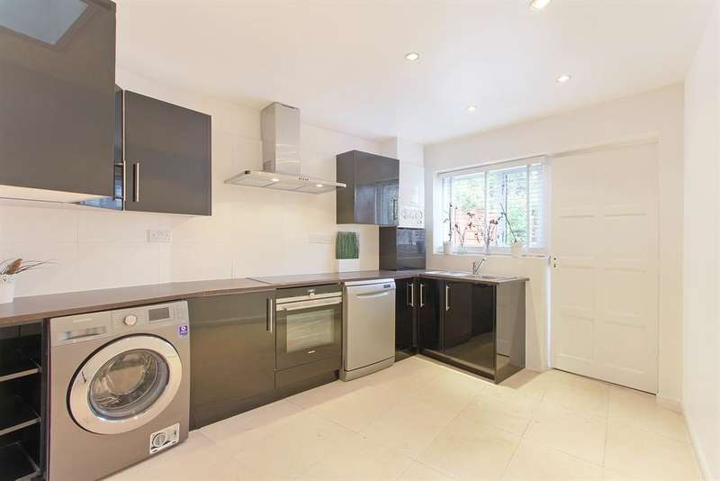 3 Bedrooms Terraced House for sale in Wells Way, Camberwell, SE5