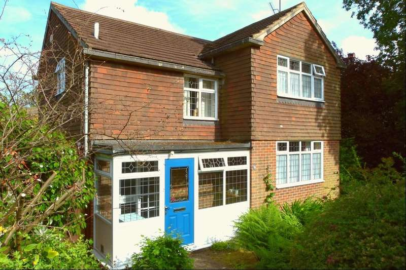 4 Bedrooms Detached House for sale in Saxonbury Close, Crowborough, TN6