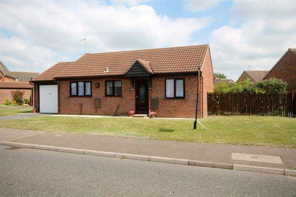 2 Bedrooms Bungalow for sale in Saxmundham Way, Clacton on Sea