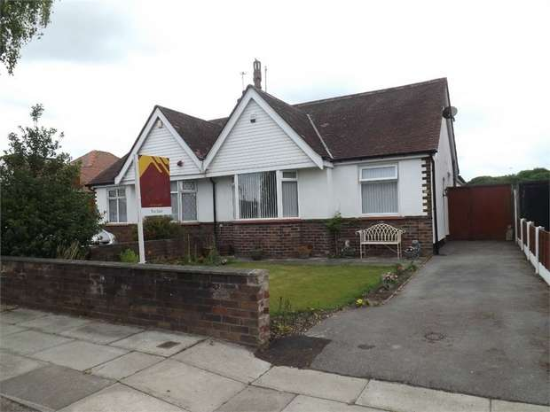 3 Bedrooms Semi Detached Bungalow for sale in Larkfield Lane, Southport, Merseyside
