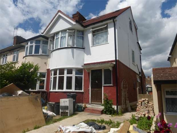 4 Bedrooms End Of Terrace House for sale in Worton Road, Isleworth, Middlesex