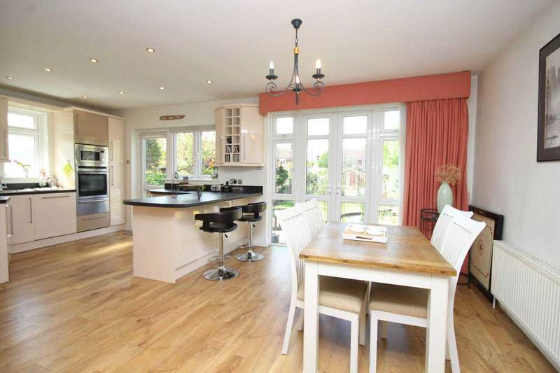 3 Bedrooms Bungalow for sale in Cedar Avenue, Upminster