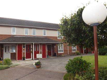 2 Bedrooms Flat for sale in Elsinore Close, Fleetwood, Lancashire, FY7