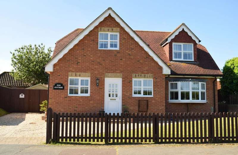 3 Bedrooms Detached House for sale in Coach Lane, Brading, Isle of Wight, PO36 0HT