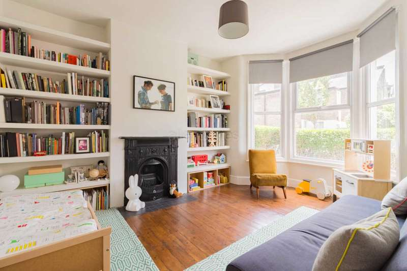 2 Bedrooms Flat for sale in Brunswick Road, Leyton, E10