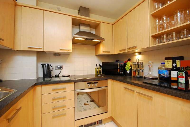 1 Bedroom Flat for sale in Switch House, Docklands, E14