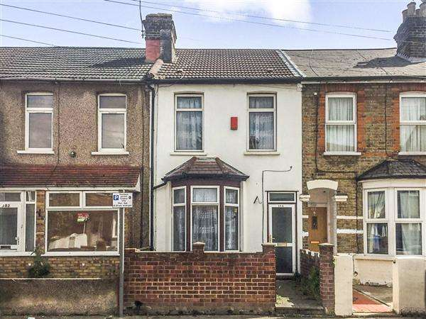 2 Bedrooms Terraced House for sale in Victoria Road, Barking