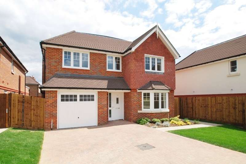 4 Bedrooms Detached House for sale in Waller Way, Chesham, HP5