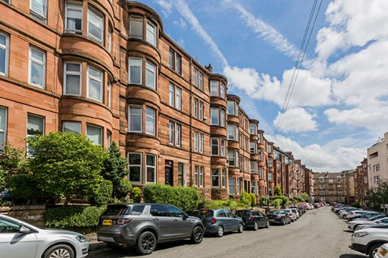 2 Bedrooms Flat for sale in Trefoil Avenue, Glasgow, G41 3PE
