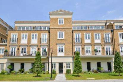 2 Bedrooms Flat for sale in Repton Court, Willoughby Lane, Bromley