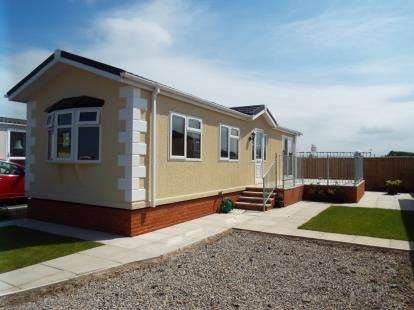 2 Bedrooms Mobile Home for sale in Bank Lane, Warton, Preston, Lancashire, PR4