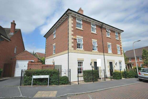 4 Bedrooms Semi Detached House for sale in Mimosa Drive Shinfield Reading