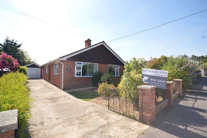 3 Bedrooms Detached Bungalow for sale in Lawn Road, Pennington, Lymington