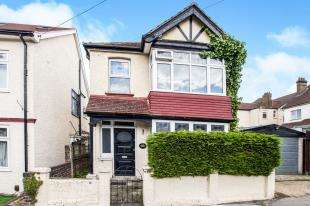 3 Bedrooms Detached House for sale in Chisholm Road, Croydon